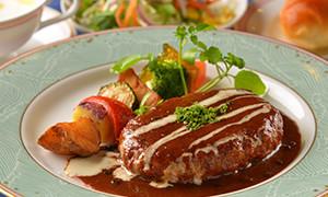 デミグラスハンバーグ<br /> ライスorパン・スープ・サラダ付き<br /> 1,110円(税込)